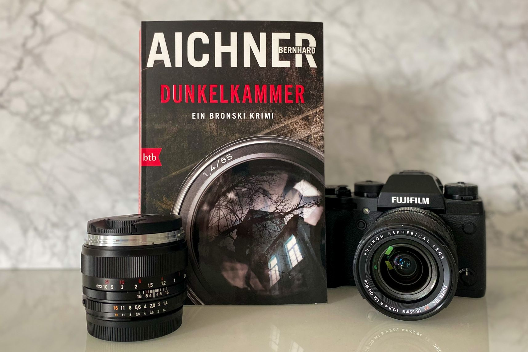 Bernhard Aichner Dunkelkammer David Bronski Innsbruck Berlin Pressefotograf